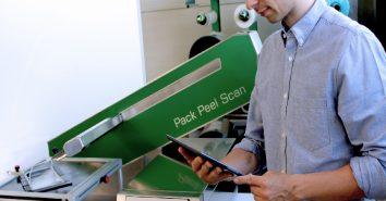 »Pack Peel Scan« überprüft normgerecht die Öffnungskräfte thermogeformter, peelbarer Verpackungen. Die maschinelle Lernmethode ermöglicht zusätzlich die Prognose und Vermeidung von Prozessfehlern. © Fraunhofer IVV